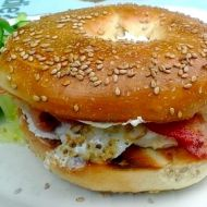 Bagel s vejcem a slaninou recept