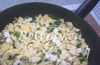 Míchaná vejce s bylinkovým tofu recept  recepty pro děti