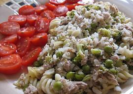 Tuňák s brokolicí, hráškem, rýží a těstovinami recept