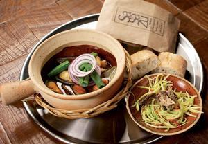 Sea ga curry (mušle a krevety s kari salátem a uzenou makrelou ...