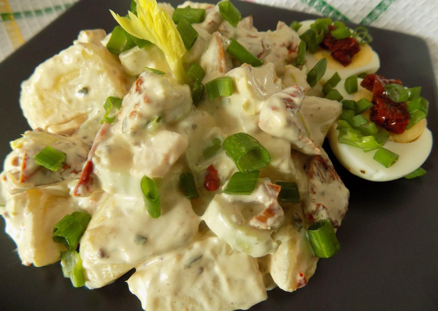 Bramborový salát s řapíkatým celerem a sušenými rajčaty recept ...