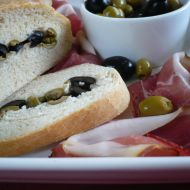 Domácí ciabatta s olivami recept