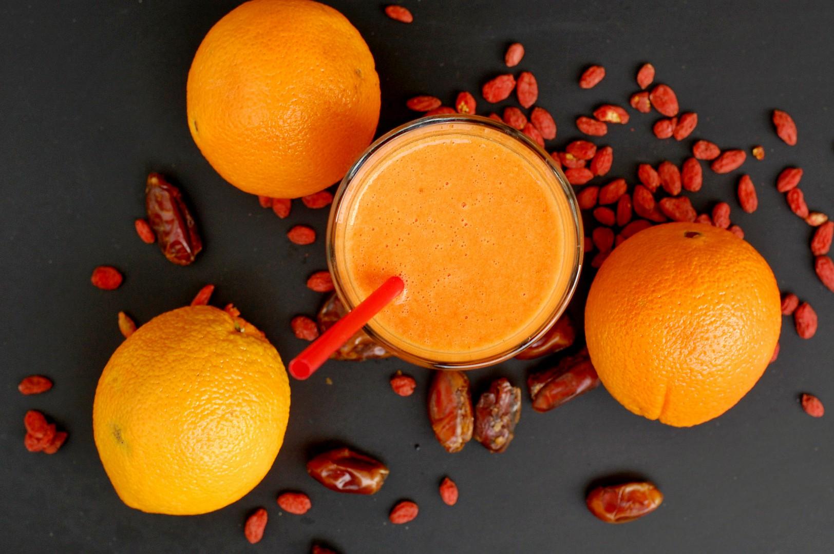 Pomerančové smoothie s goji a datlemi recept