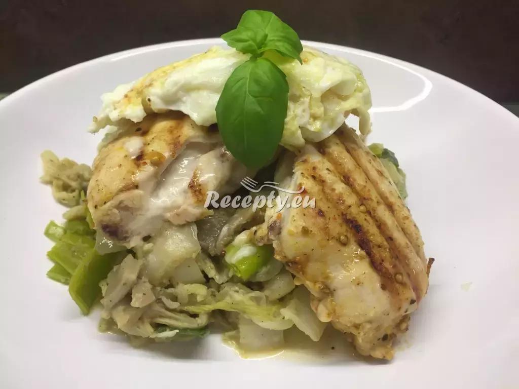 Grilované kuřecí prso plněné tvarůžkem se zeleninou a vejcem ...