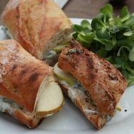 Sendvič s hruškou a modrým sýrem recept