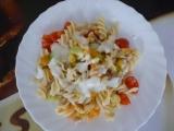 Těstovinový salát s kuřecím masem a jogurtovou zálivkou recept ...