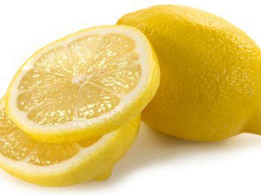 Kuřecí polévka s citronovou šťávou