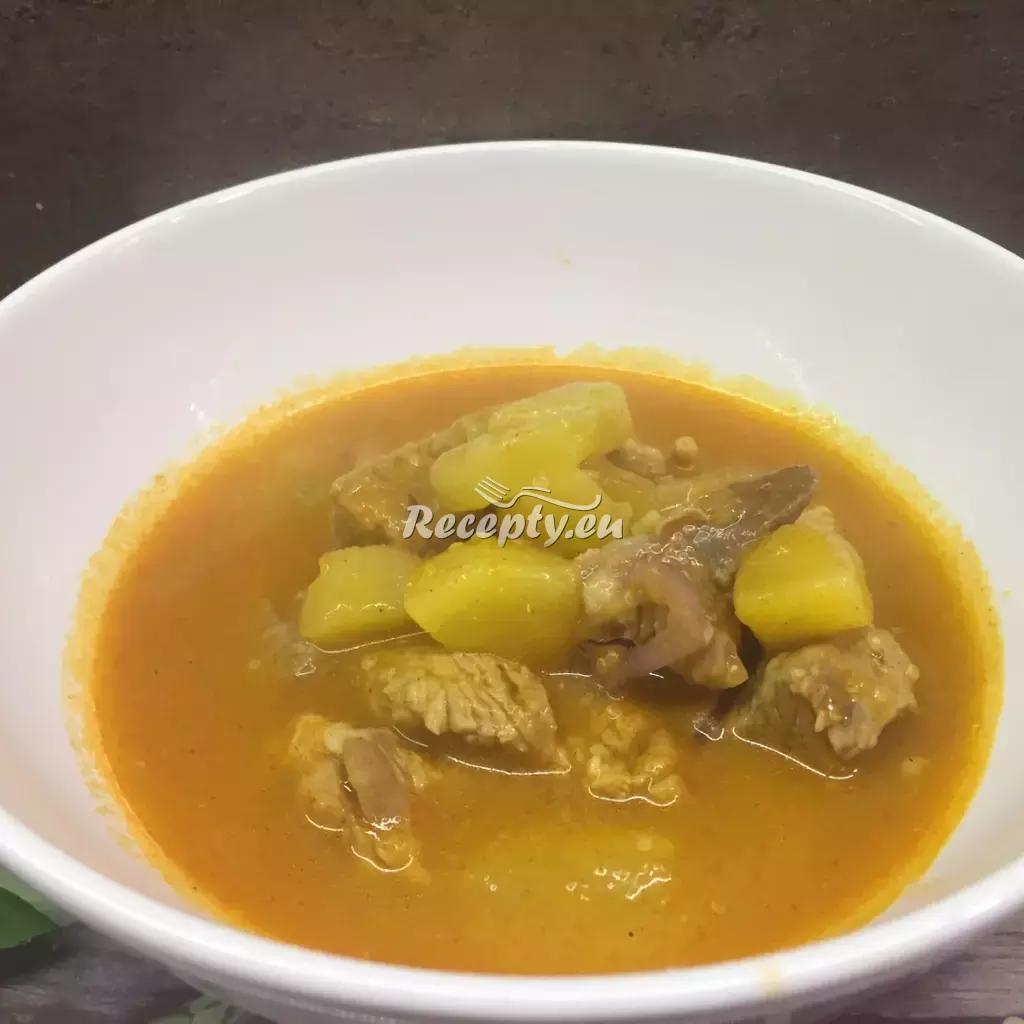 Maďarský bramborový guláš recept  recepty pro děti