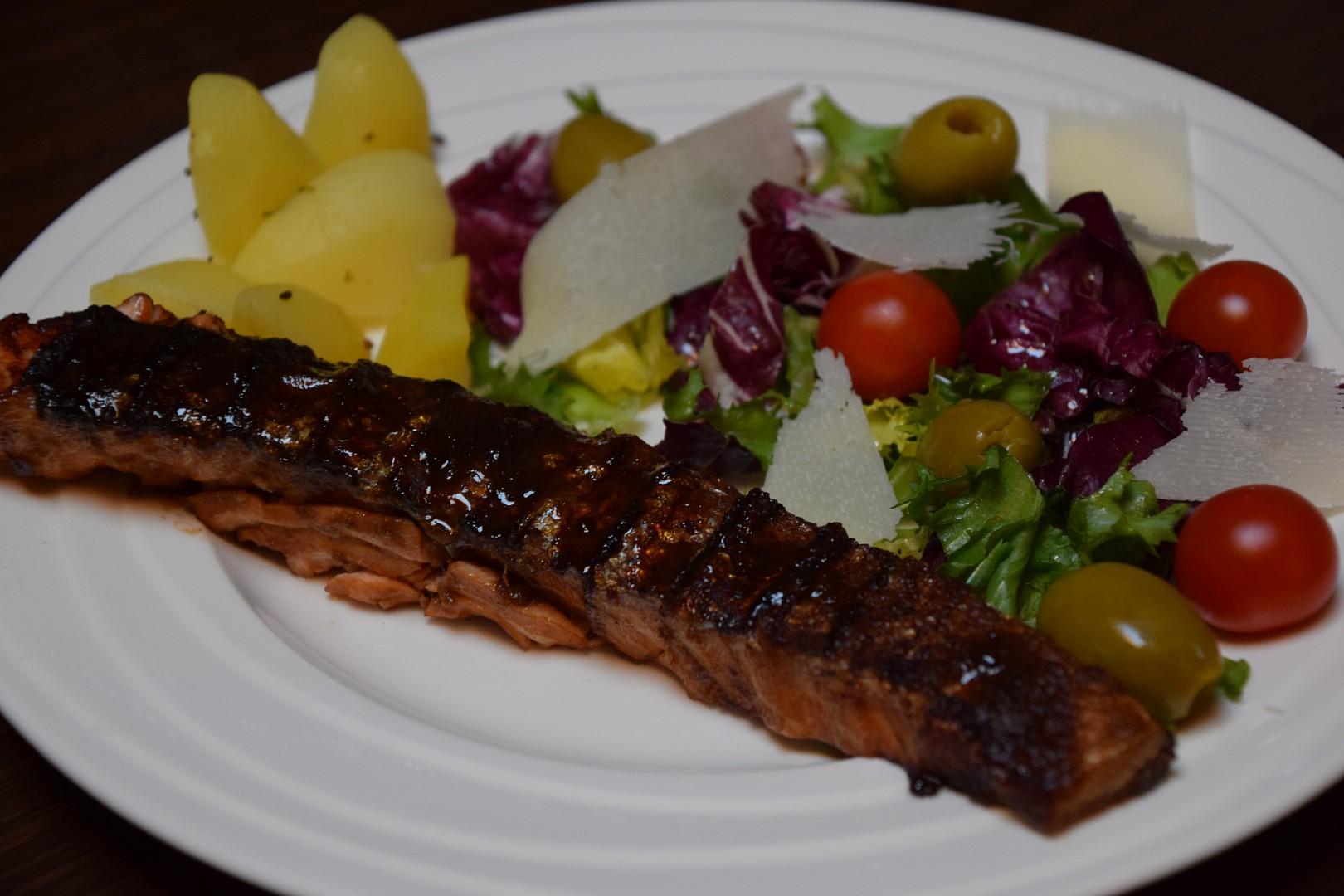 Grilovaný losos marinovaný v exotické marinádě. recept ...