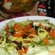 Pikantní okurkový salát recept