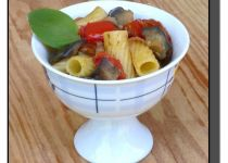 Dietní těstovinový salát s chilli a avokádem recept