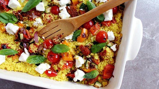 Kuskusový salát s pečenou zeleninou a sýrem feta