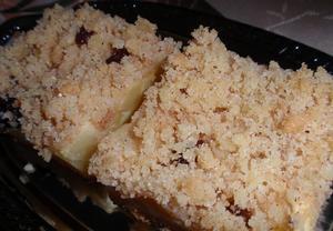 Jablkovo-tvarohový koláč se skořicovou drobenkou