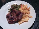 Pepřová krkovička s fazolkami a steakovými hranolky recept ...