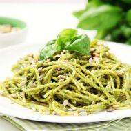 Bezlepkové těstoviny s bazalkovým pestem a restovanými semínky ...
