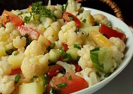 Květákový salát se sýrem recept