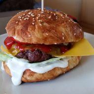 Hovězí hamburger s domácí houskou recept