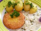 Zadělávané kedlubny s novými brambory a salámem v sýrové těstíčku