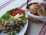 Šunkové závitky s lilkem, salátem a mozzarellou recept ...