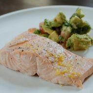 Losos vařený v páře s avokádovým salátem a bramborem recept ...