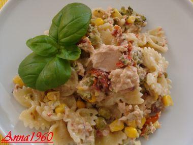 Těstovinový salát s tuňákem.