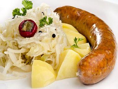 Bavorské klobásky se zelím a bramborem