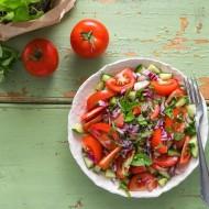 Osvěžující rajčatový salát s mátou recept