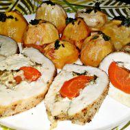 Roláda z kuřecích prsou plněná kysanou smetanou, sýrem a mrkví ...