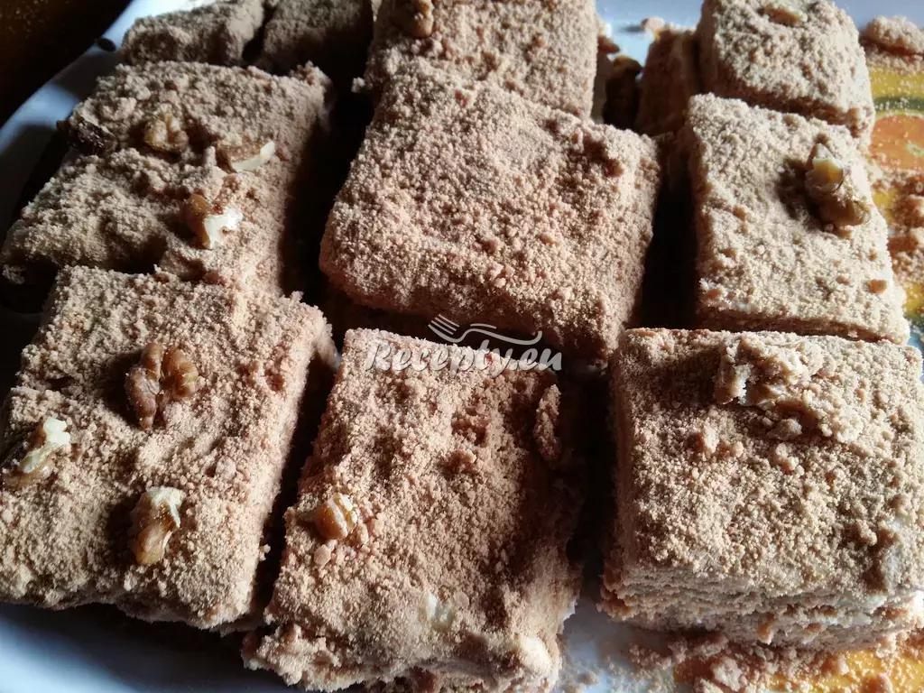 Medové řezy s ořechy recept  moučníky