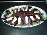 Carpaccio z červené řepy se sýrem a rukolou recept