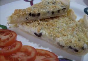 Slaný bramborový koláč se sýrem a olivami