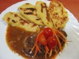 Hovězí roštěná na sušených rajčatech a chilli s br. plackama recept ...