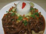 Hovězí nudličky s red curry pastou recept