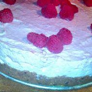 Nepečený dort s krémem a malinami recept