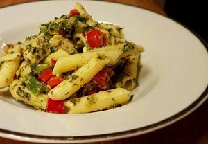 Vynikající těstovinový salát se špenátem