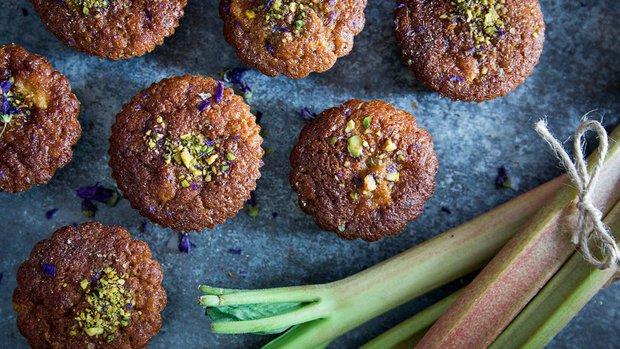 Pomerančové muffiny s rebarborou a kardamomem