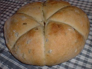Nejrychlejší nekynutý chléb s olivami a rozmarýnem