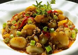Gnocchi s mletým masem a zeleninou z jedné pánve recept ...