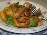 Medové kuřecí kousky s brokolicí a žlutou mrkví recept  TopRecepty ...