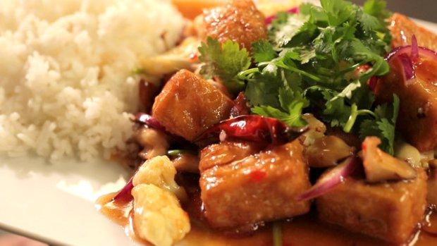 Tofu s květákem a houbami shitake