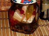 Naložený hermelín s rybízem a hroznovým vínem recept ...