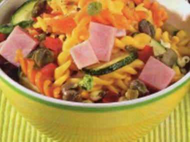 Těstovinový salát s uzeným masem