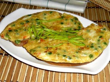 Zeleninová omeleta s chlebem
