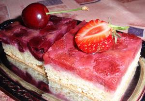 Jednoduchý obrácený koláč s ovocem