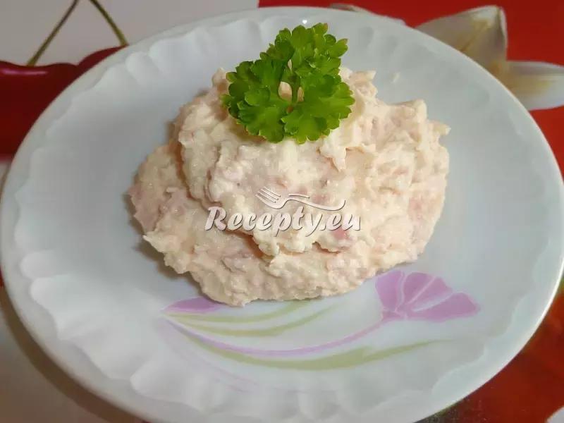 Domácí pochoutkový salát k pečivu recept  pomazánky