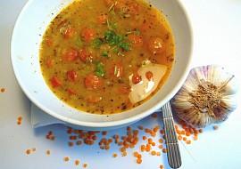 Polévka z červené čočky s česnekem recept