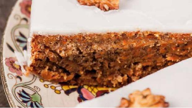 Mrkvový koláč s ořechy