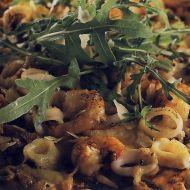 Pizza s mořskými plody a roketou recept