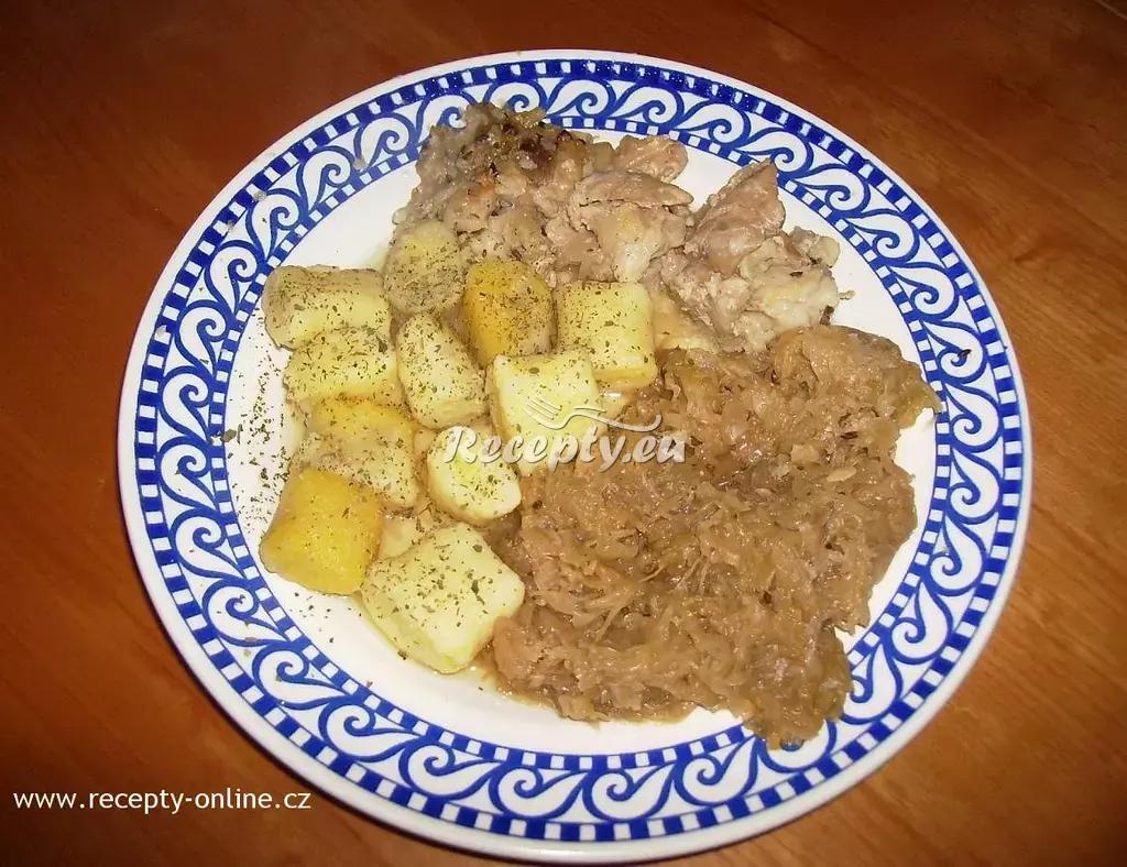 Vepřový bůček s bramborovými knedlíky a kysaným zelím recept ...