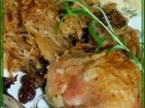 Kuře se zkaramelizovaným zelím a rozinkami recept